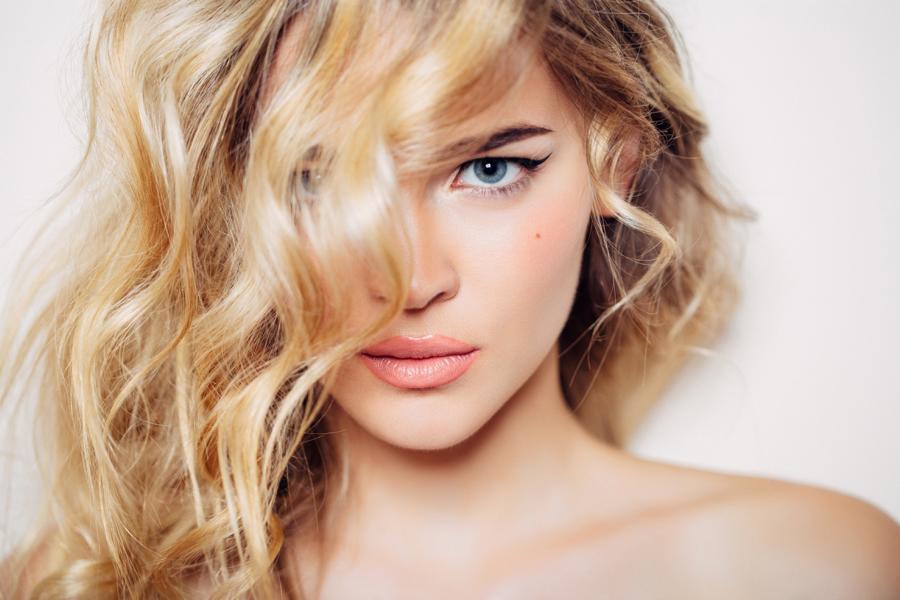 Haare natürlich aufhellen – 7 Tipps für blonderes Haar!