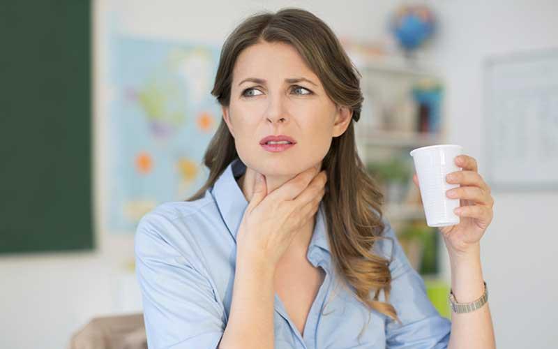 Starke Halsschmerzen – Symptome, Ursachen, Vorbeugung