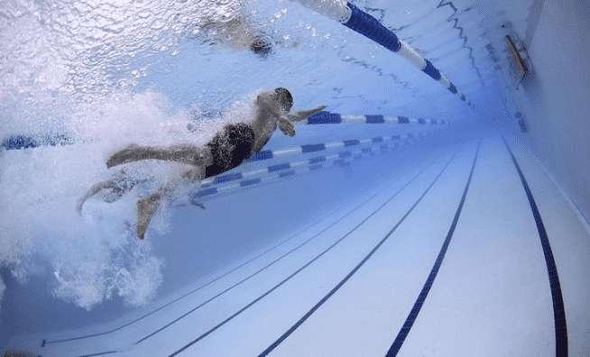 Mit Schwimmen abnehmen – Schnell viele Kalorien verbrennen!