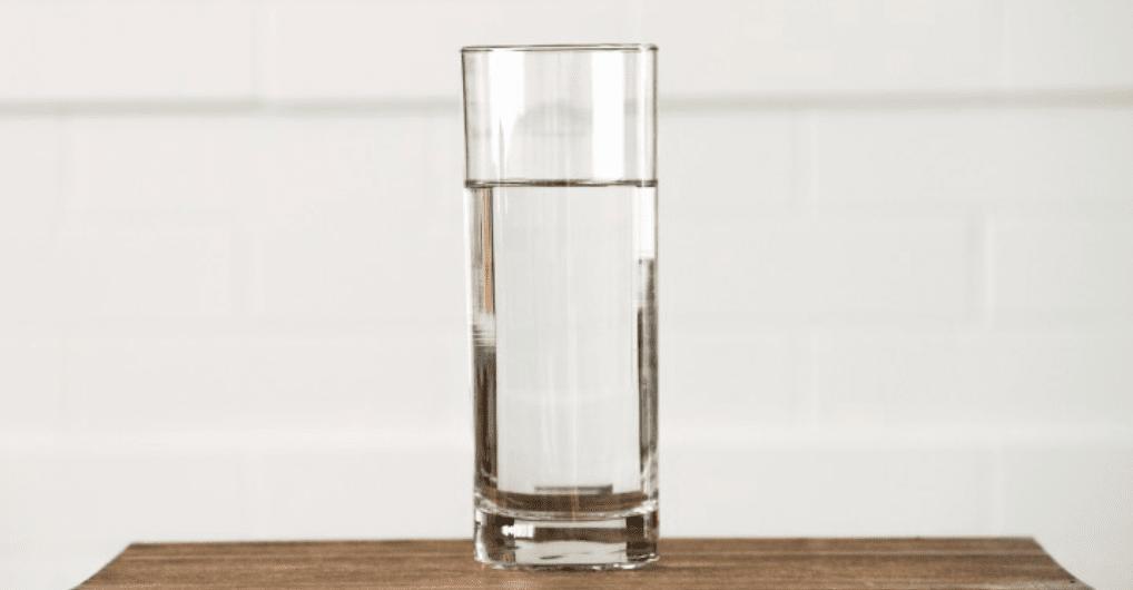 Du fühlst dich ständig durstig? Das sind die möglichen Ursachen!