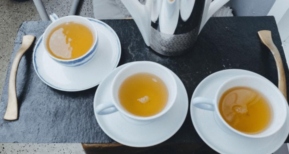 Tee gegen Übelkeit – 8 lindernde Optionen