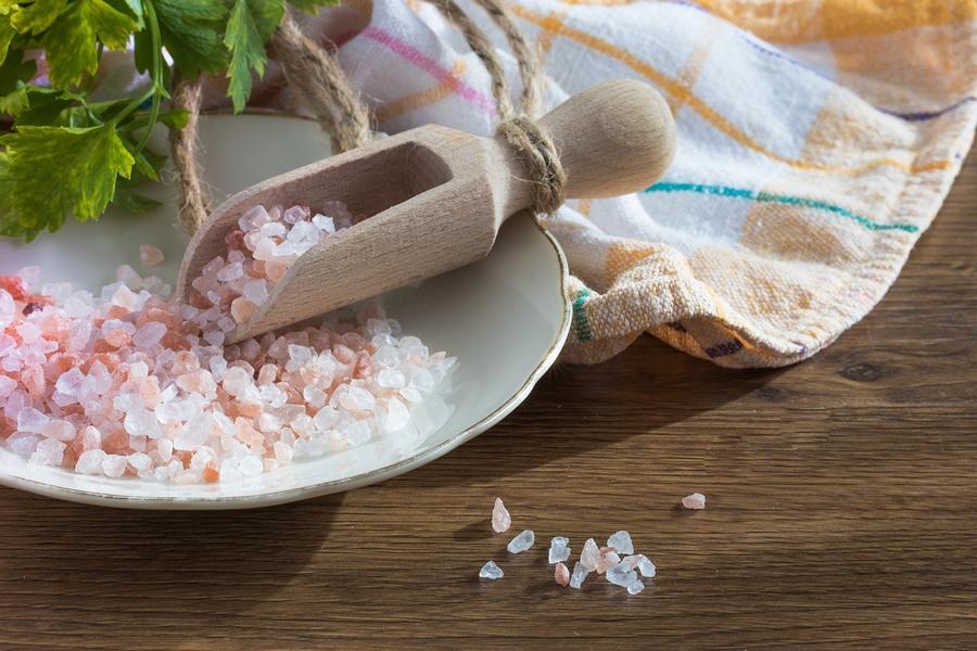 Wieviel Salz pro Tag? – Über- und Unterkonsum und Risiken